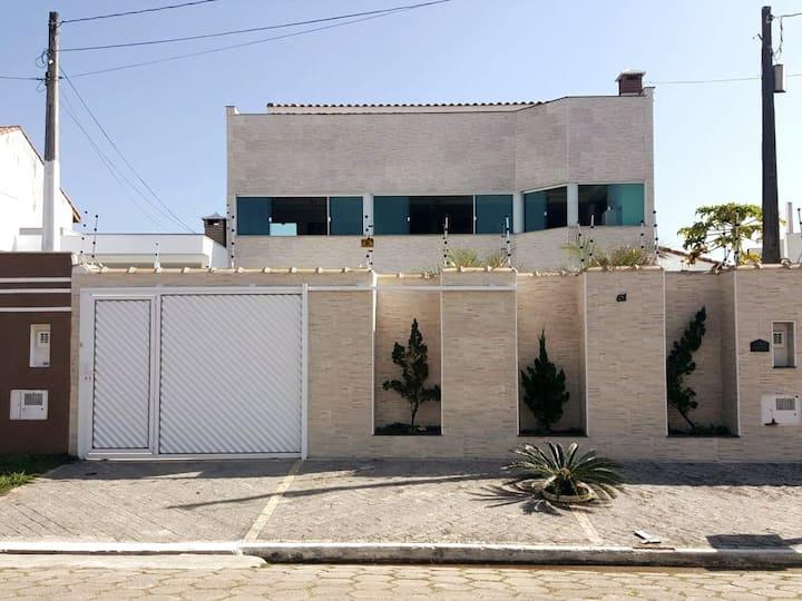 Casa com Piscina para 15 pessoas a 800m da praia!!