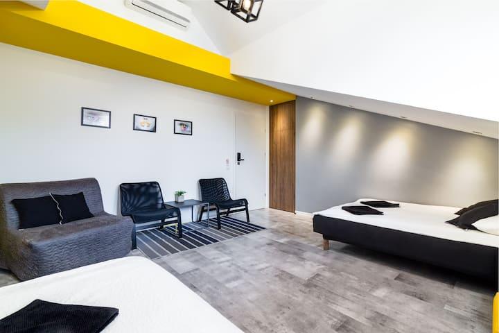 Apartament  Żółto - Czarny / Yelow&Black Apartment