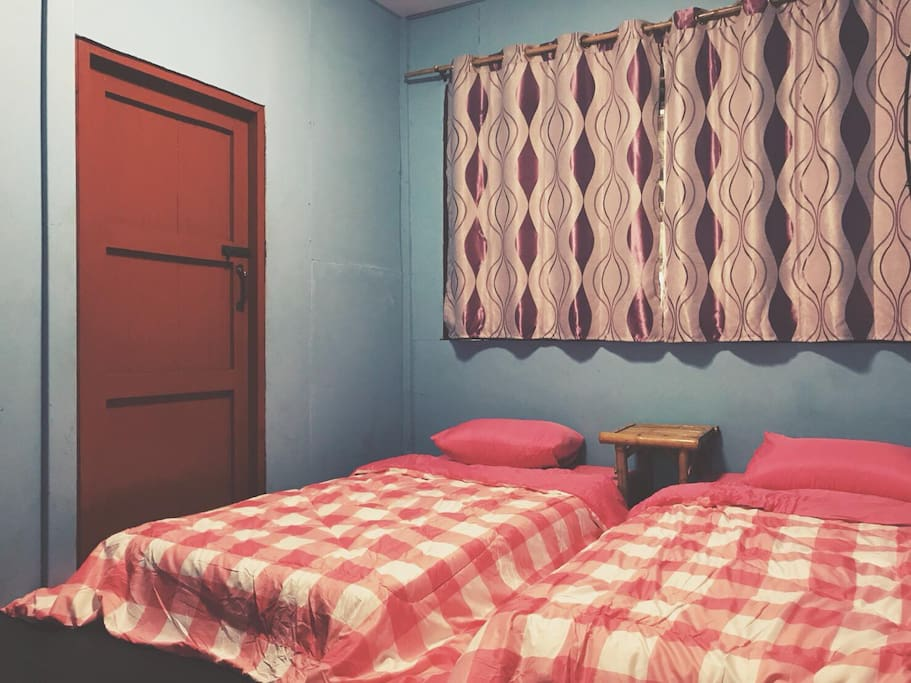 Bedroom with air condition and fan