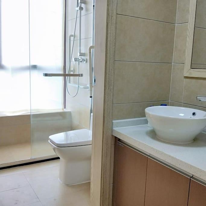 洗漱台和卫生间