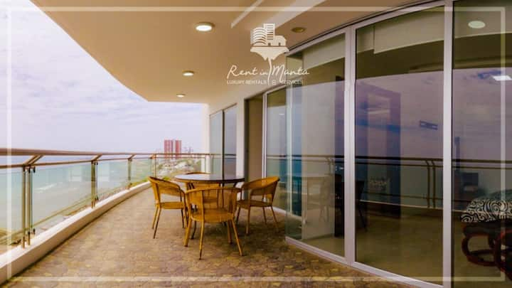 Oceanfront 3 Bedroom With Large Balcony in Manta