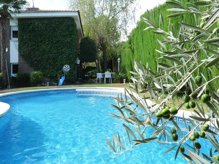 VILLA DORADA - 45 min getaway from Barcelona, sea views, private pool and BBQ