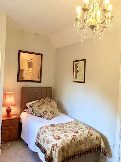 Stylish Single bedroom overlooking formal garden