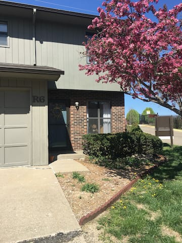 Convenient Condo Minutes from Downtown