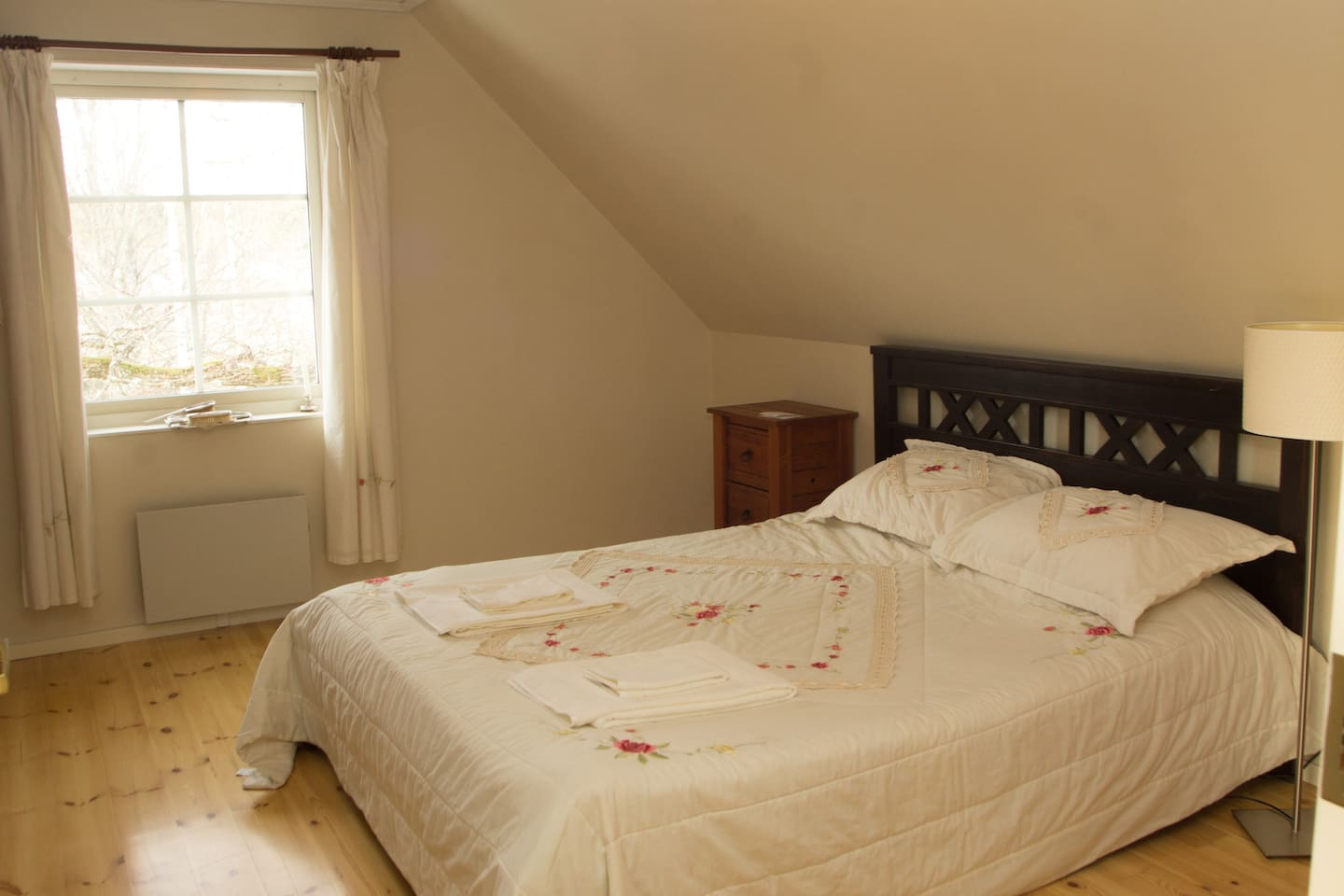 Upstairs bedroom with Queen size bed and large closet with hanging space