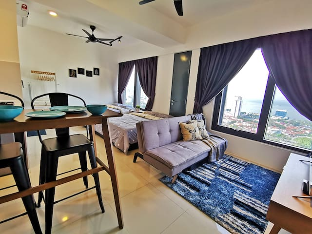 Exquisite Sea View Studio Suite 1 @ Tropicana 218