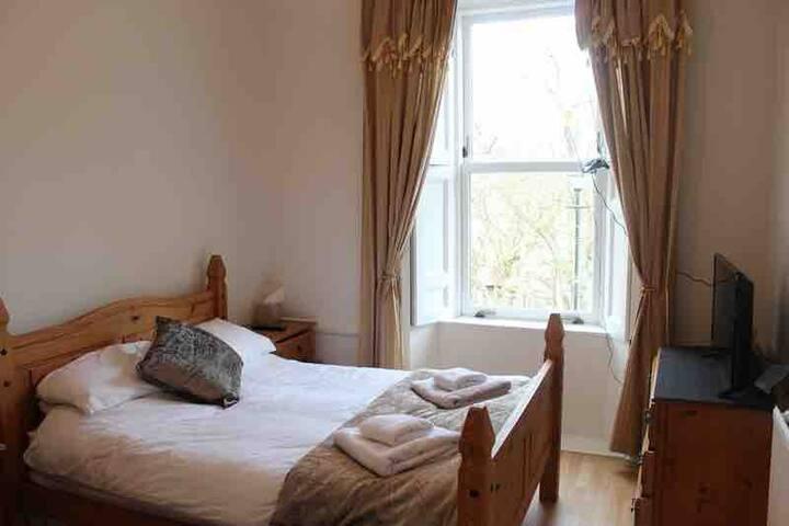 Beautiful Wick House (Room 2)