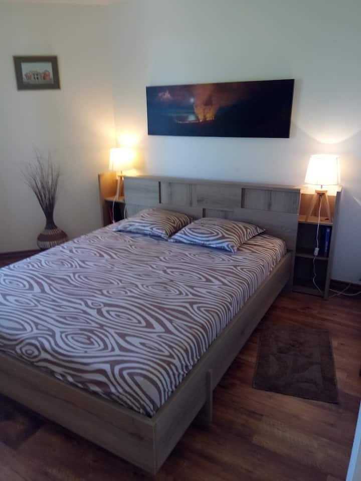 Grande chambre privée dans villa  au Tampon
