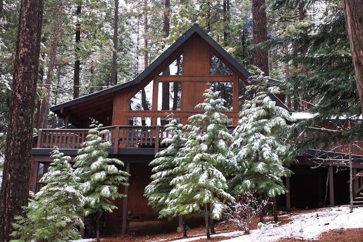 Cozy, renovated chalet w/AC: close to everything!