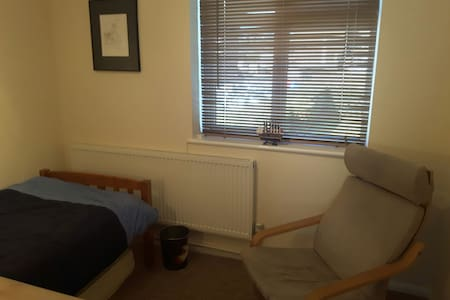 Quiet room ideal for Business Trip - Saint Albans - Apartament