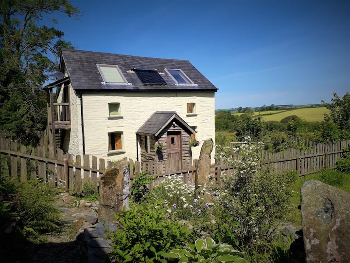 Bwthyn Bran, cosy artisan cottage