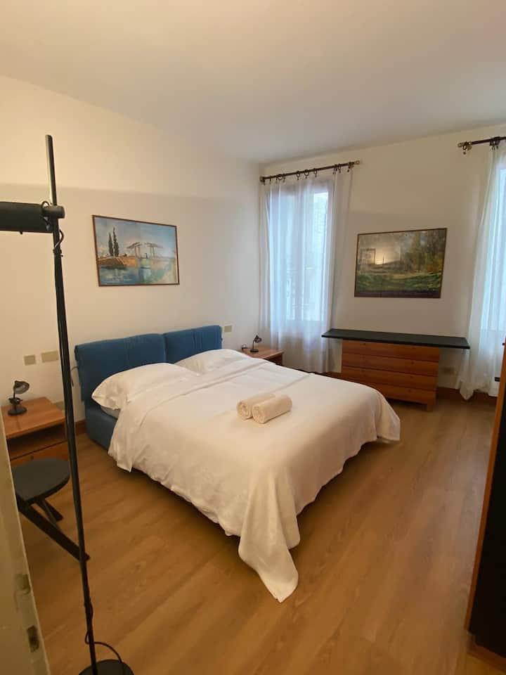 Hesperia Apartment 1 piano