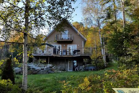 Beautiful water front cottage - Saint-Donat-de-Montcalm - Casa