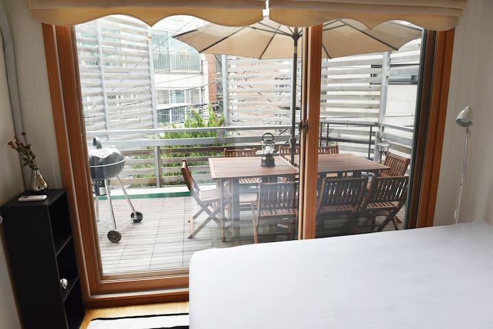 Double Bedroom 具有双人大床的房间 @ Hongdae 弘大