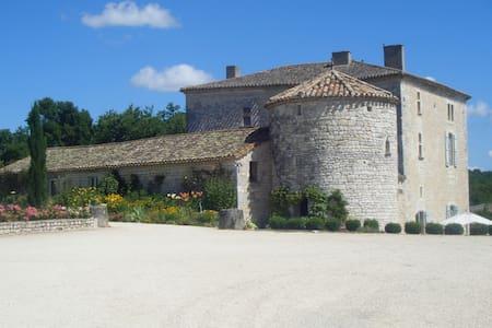 Vie de chateau en Quercy - Valprionde