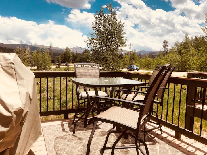 Mountain Views, Ski Shuttle, Pool, Hot tubs