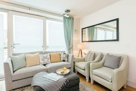 Luxury 2 bed Harbourside apartment - Apartment