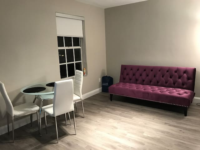 Renovated Condo, walking distance to south beach