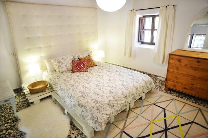 Romantic and cozy double room in a beautiful finca - Sant Joan de Labritja - House
