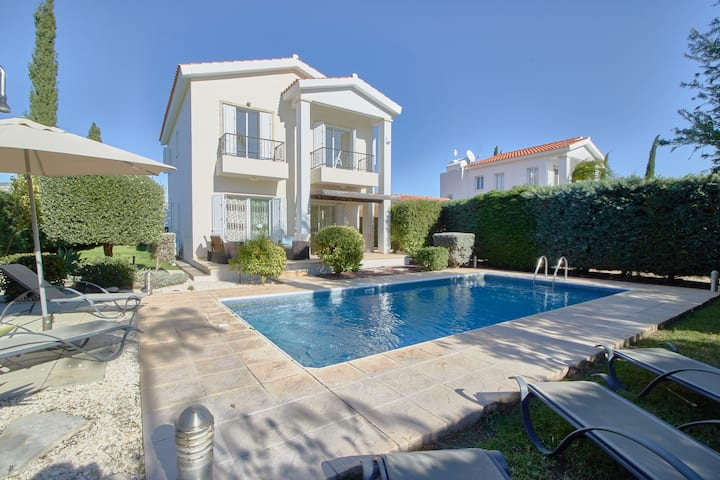 Persifonia. Private pool 3 bdrm villa by the beach