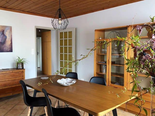 Appartement au calme dans maison avec jardin
