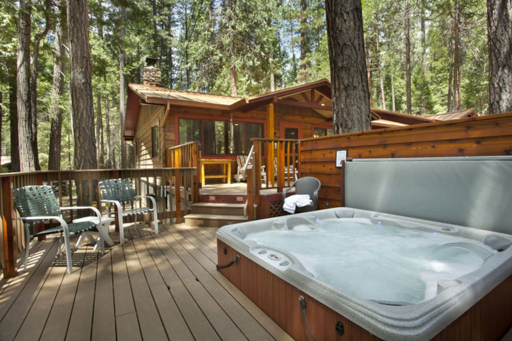 Buss stop cabin in wawona cabins for rent in yosemite for Cabins in yosemite valley