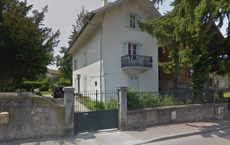 Large house 15 minutes from Geneva