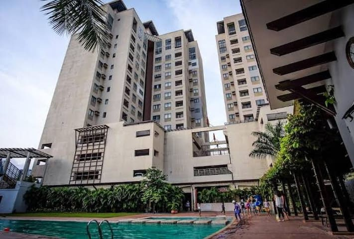 Near Ayala and SM City, Very Convenient Condo