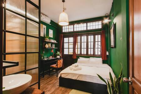 CAMP Dakao | Kar-Wai's (w balcony bath)