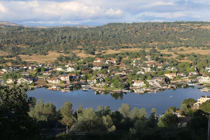 Lake Tulloch and mountain Panoramic view house
