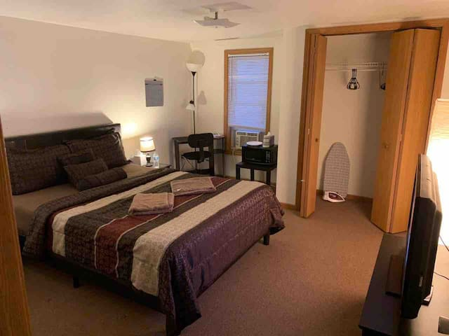 Monthly bedroom close to Gannon and  UPMCHamot
