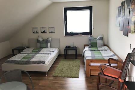 Dachgeschosswohnung mit Charme, 1 - 4 Gäste