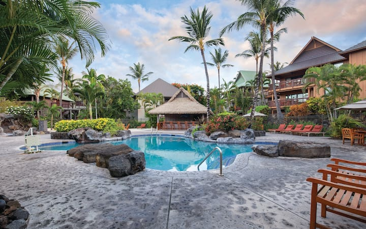 Kona 2 Bedroom Condo ★ Short walk to the Beach