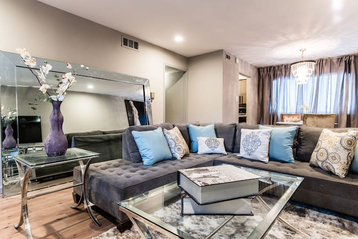 Sophisticated Elegance - 5 Minutes to Downtown!
