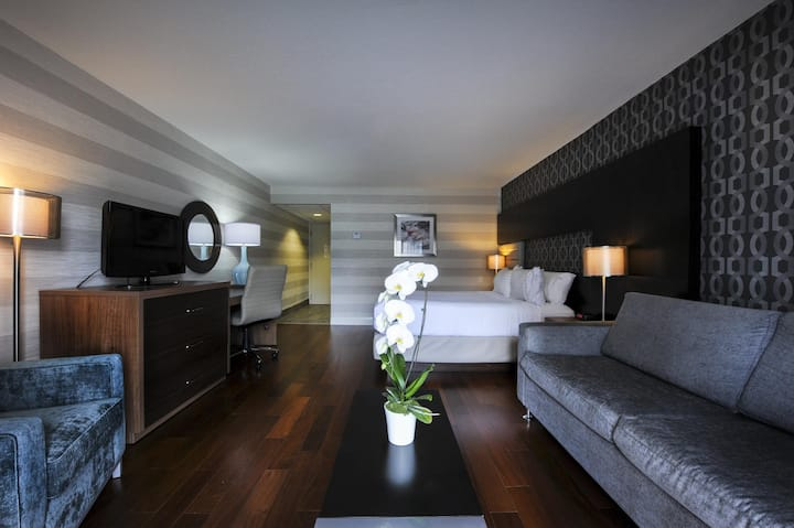 Large Double Bed At Chutes Du Niagara