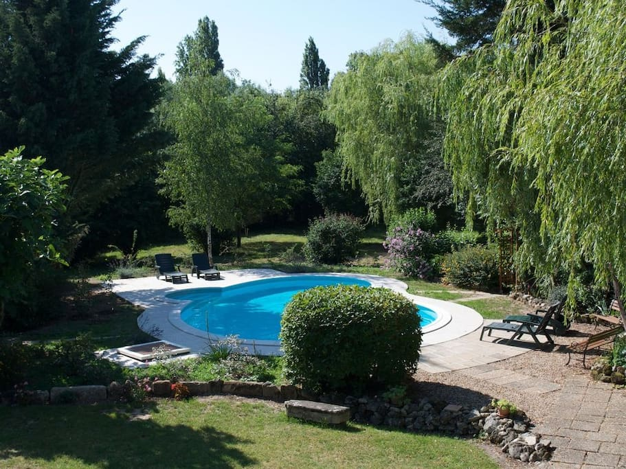 Maison avec piscine et grand jardin h user zur miete in for Nouvelle piscine de clamart jardin parisien