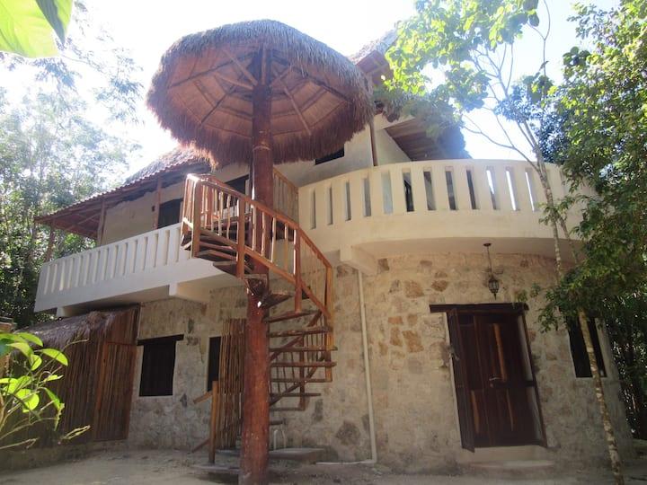 private land 1 bdms w/ kitchen, bathtub, patio...