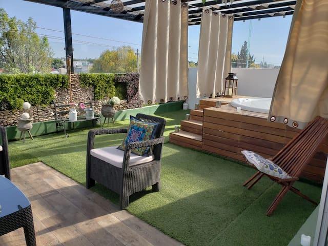 habitación privada con terraza y jacuzzi