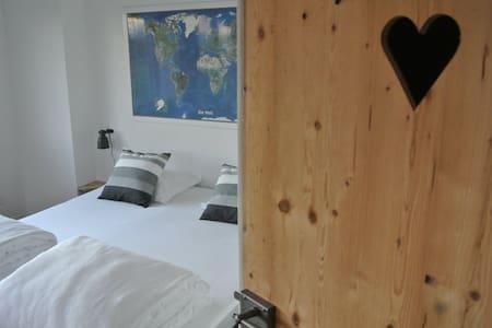 Chambre, Jura Trois Lacs, Suisse - Treiten