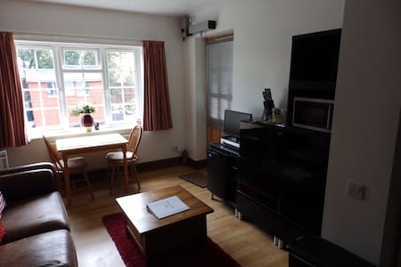 Self contained suite, own access - Parkgate