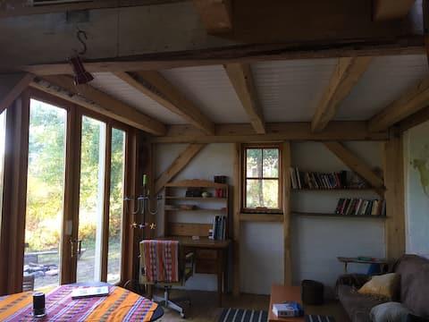 Woods Cabin Off-Grid Retreat