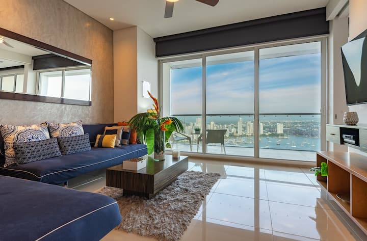 Luxe 1BR Apt with Amazing Water and City Views 2801