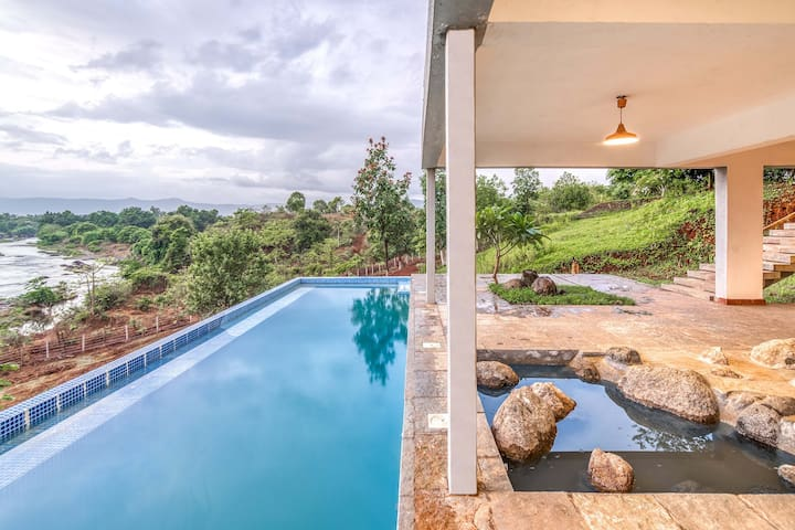 3 Bedroom Infinity Pool Villa with River View