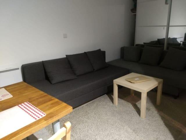 Golabi room