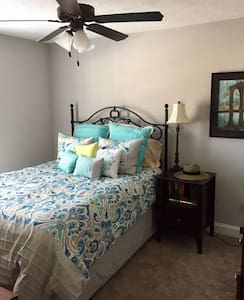 Cozy 1 Bed/1 Bath Private Room - North Augusta - 连栋住宅