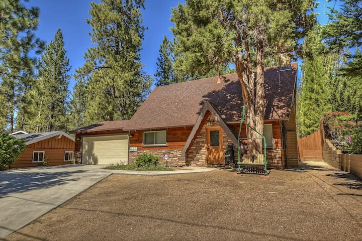 Chalet Catalina: Newly Updated Lux! Near Bear Mtn!