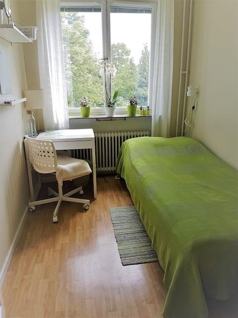 Cozy room close to city