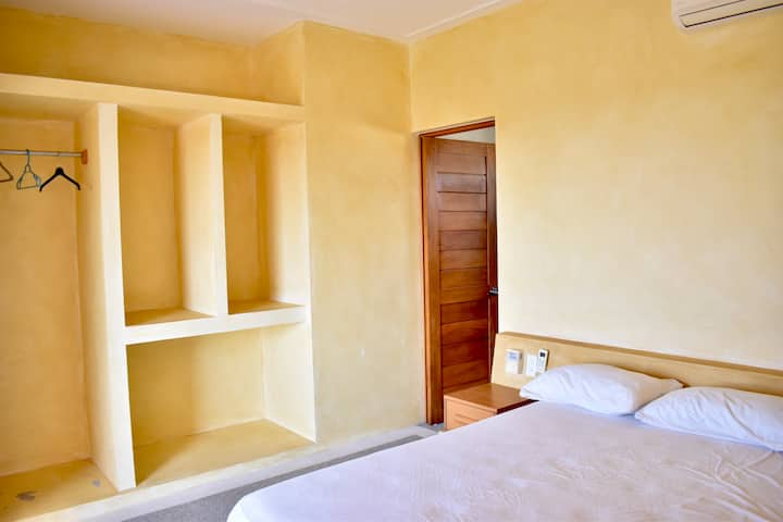 (4) Kingsize bed, AC, Ocean View in Villa