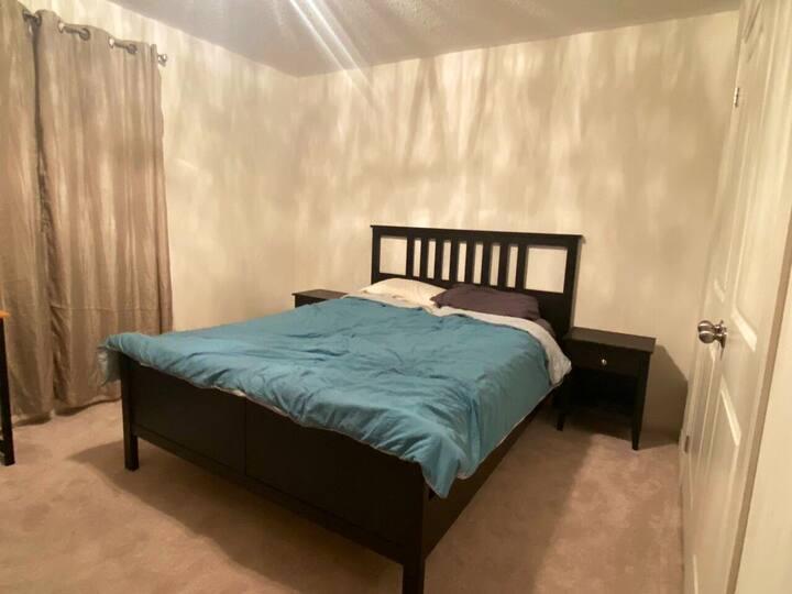Queen bedroom for rent with en-suite