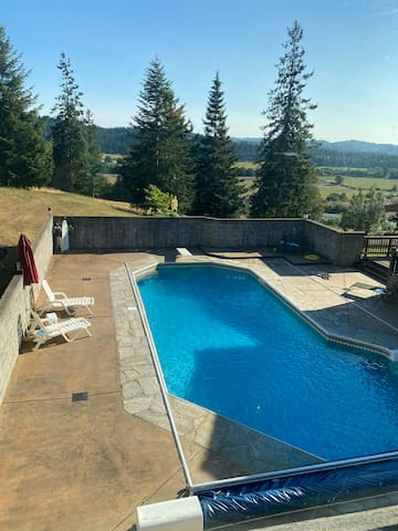 Beautiful in ground  pool , hill top Mountain View